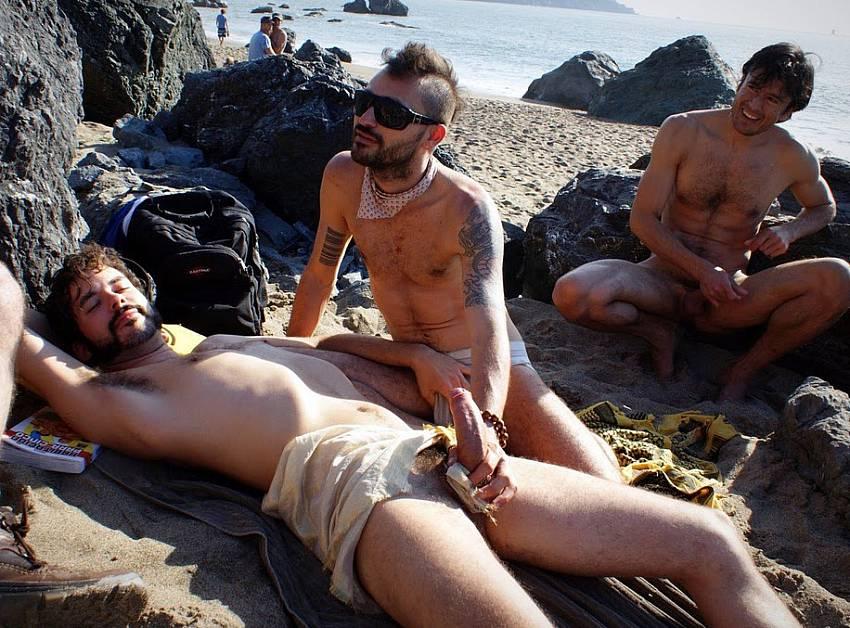Machos pelados em praia de nudismo - 2 part 5