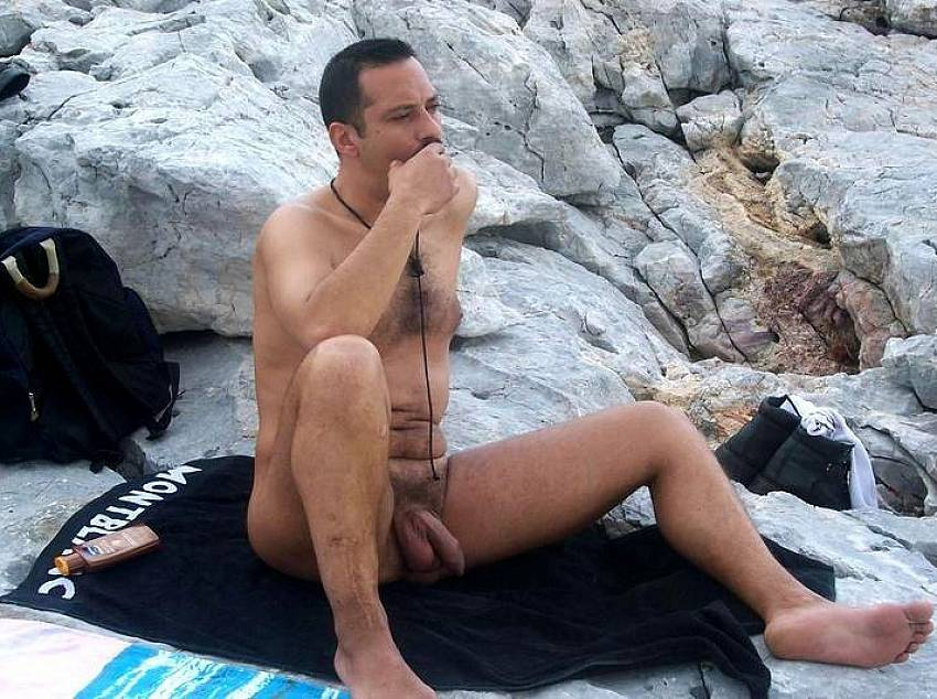 Sunbathes nude men on the beach. Gay content - 5 pics.
