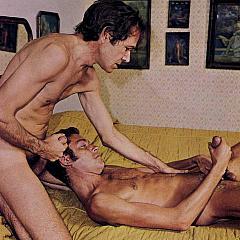 Gay retro.